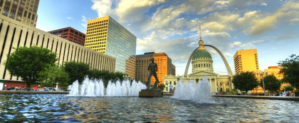 Downtown St. Louis, from Keiner plaza, with the old Courthouse in the background - photo by Timothy K Hamilton. Breweries in St. Louis