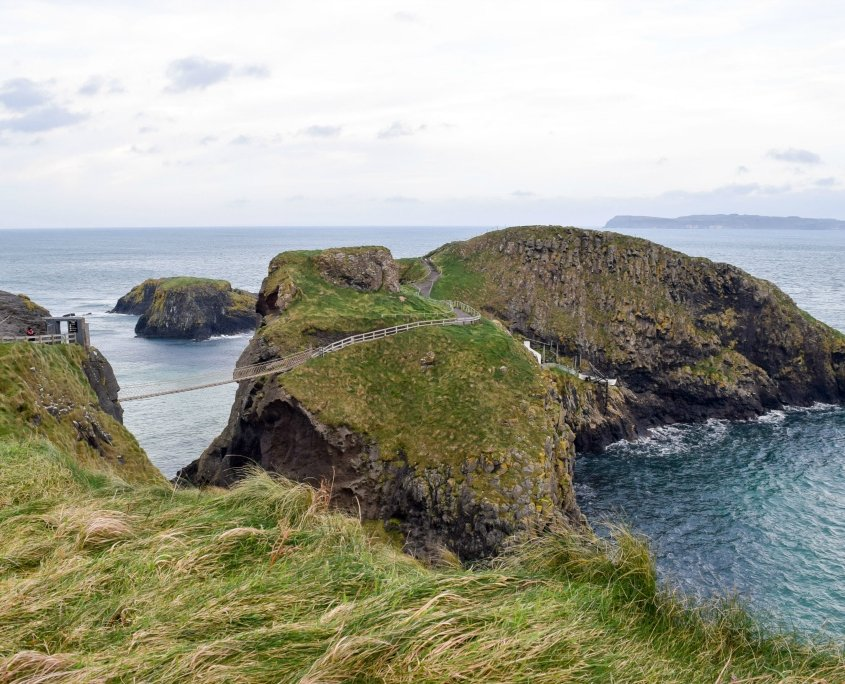 Explore the Giant's Cuaseway Northern Ireland and Carrick-a-Rede Rope Bridge