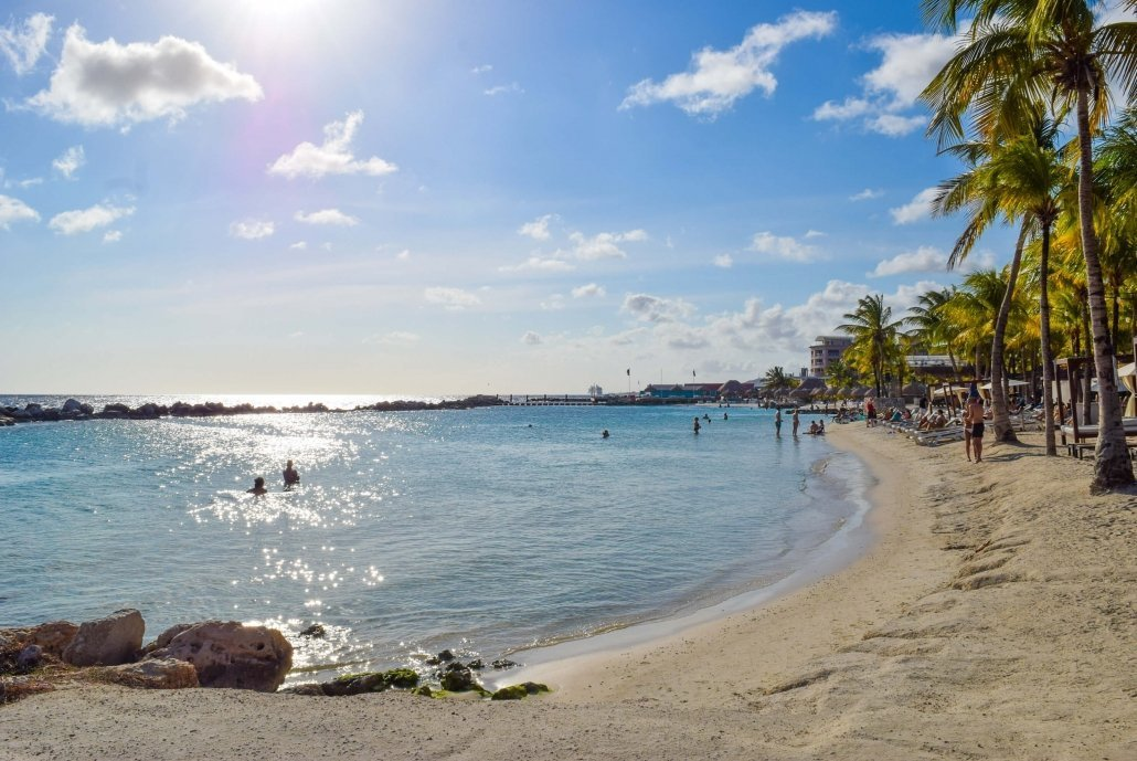 Tips on how to save money for travel. Curaçao vacation cost - how much does a trip to Curaçao cost?